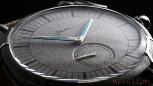Unusual perspective of the Holthinrichs RAW Ornament White Rhodium dial