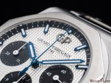 Girard-Perregaux_Laureato_Chronograph_dial_logo_oblique_right