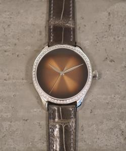 endeavour_centre_seconds_concept_diamonds_dubai_limited_edition_1200-1212_lifestyle01