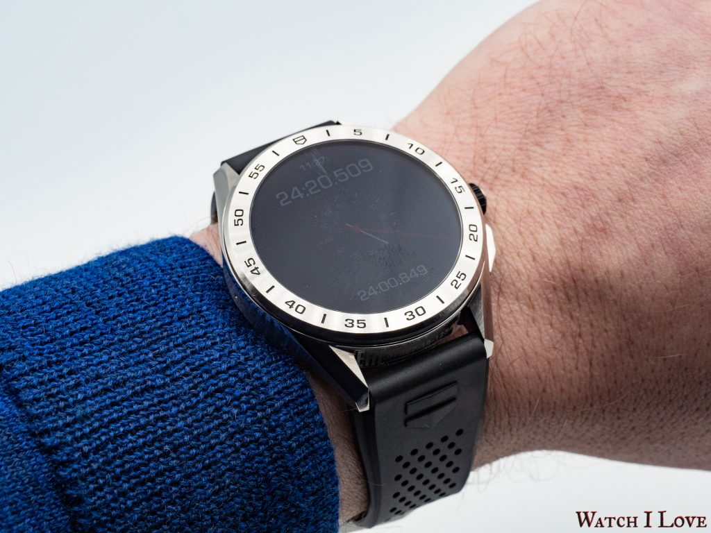 The TAG Heuer Connected Watch sits comfortably on my wrist. I am used to wearing heavy watches and the new generation of the Connected watch felt like the equivalent of a quartz piece (in the equivalent case size).