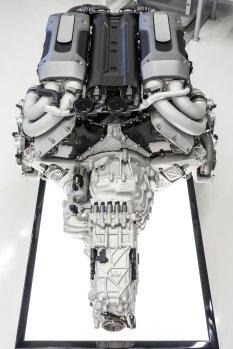 Bugatti_Chiron__powertrain_005