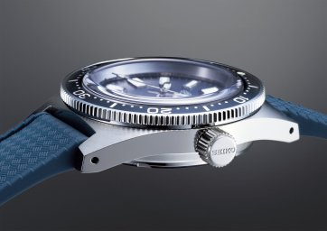 The watch case of the 1965 re-creation utilizes a new grade of stainless steel