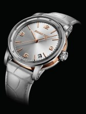 This light grey Selfwinding model is illuminated by an elegant touch of pink gold.