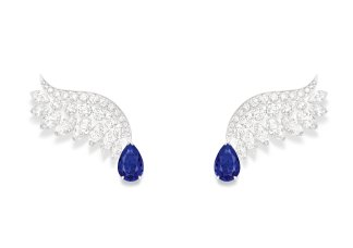 GLOWING ROSEE EARRINGS 18K white gold earrings set with 2 pear-shaped blue sapphires from Sri Lanka (approx. 1.63 ctsand 1.60 cts), 16 marquise-cut diamonds (approx. 2.97 cts) and 42 brilliant-cut diamonds (approx. 1.78 cts) G38R3400