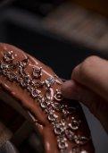 Chopard artisans: Artisan Gemsetter