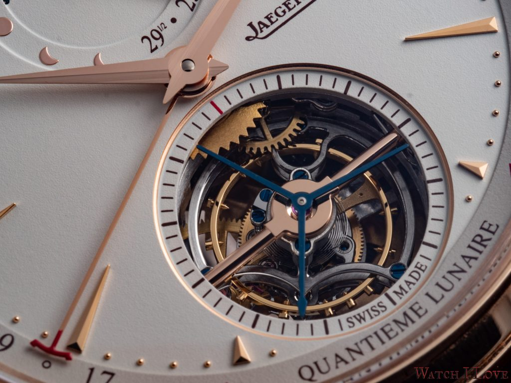 Hours, minutes, seconds, peripheral 'jumping' date (from the 15thto the 16th), tourbillon, moon phases in both Hemispheres and age-of-moon indicator