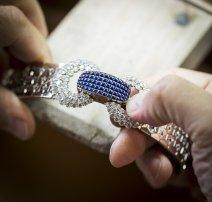 Assembling jewelry elements