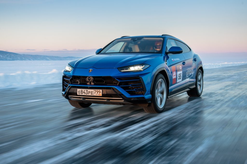 Lamborghini Urus sets high-speed record