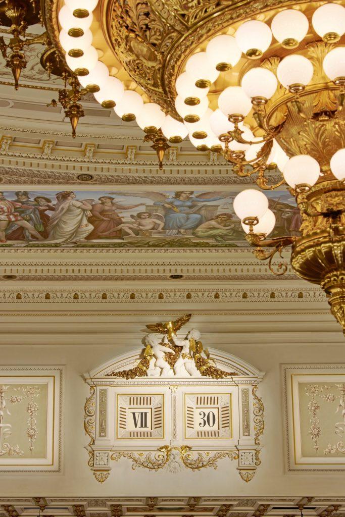 The five-minute clock in the Semper Opera House