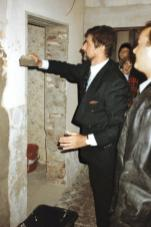 Günter Blümlein lays the foundation stone for the renovation of the Lange I building, 1993