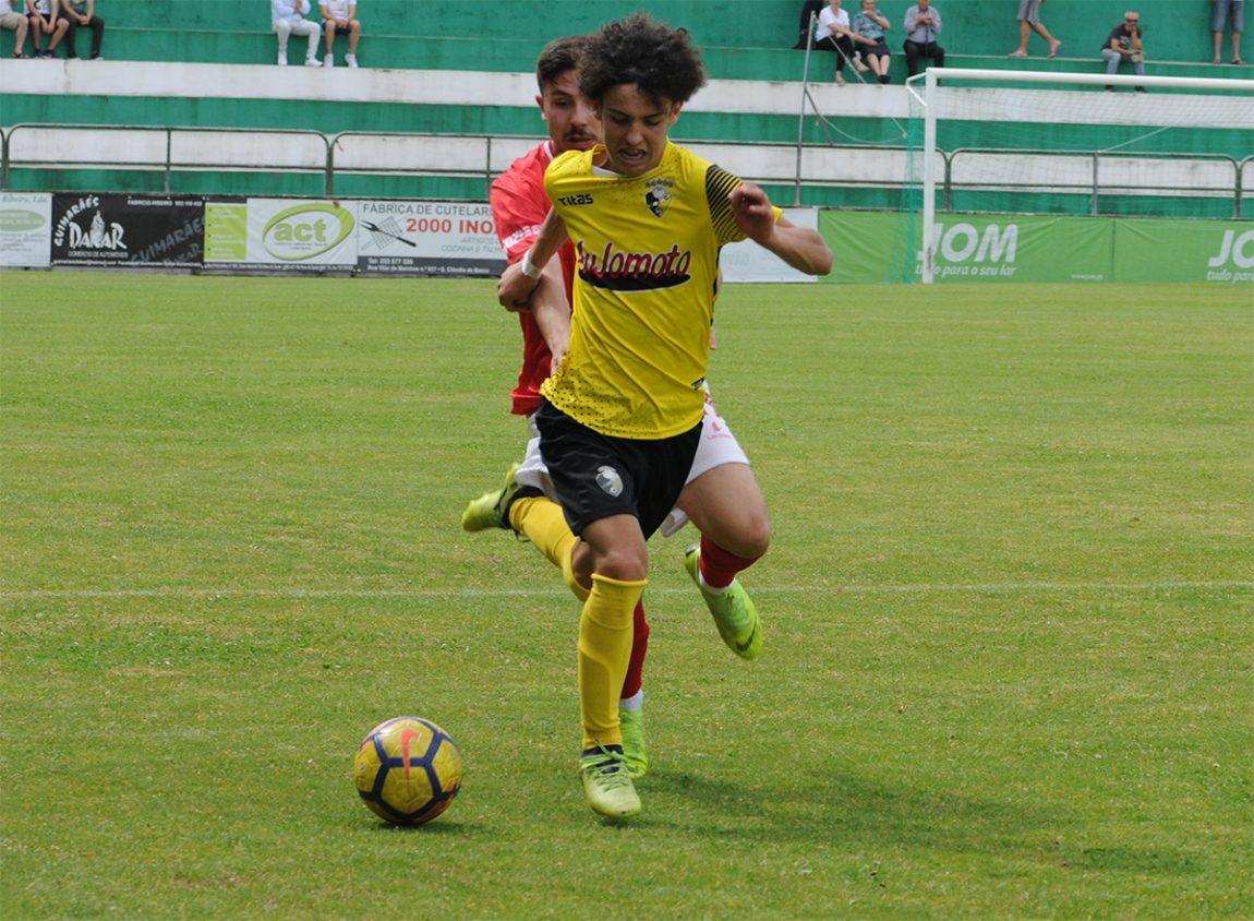 Vieira renova com capitão e promove júnior