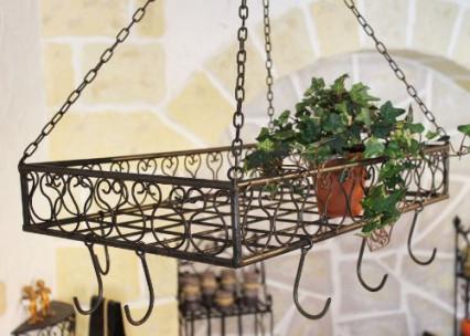 l etagere metallique a crochets