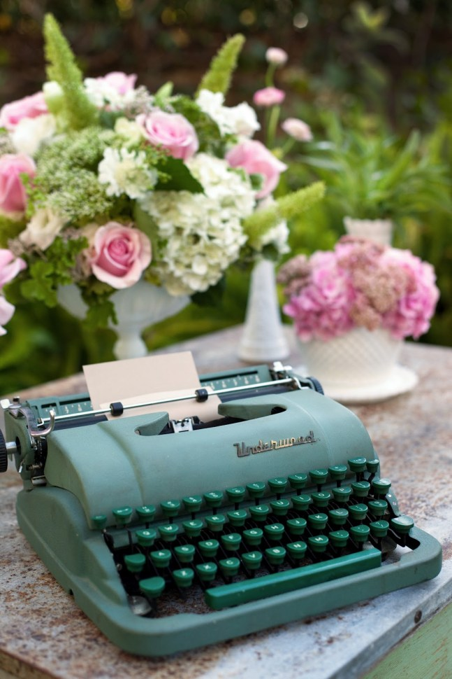 10 Gorgeous Typewriters Every Writer Dreams About