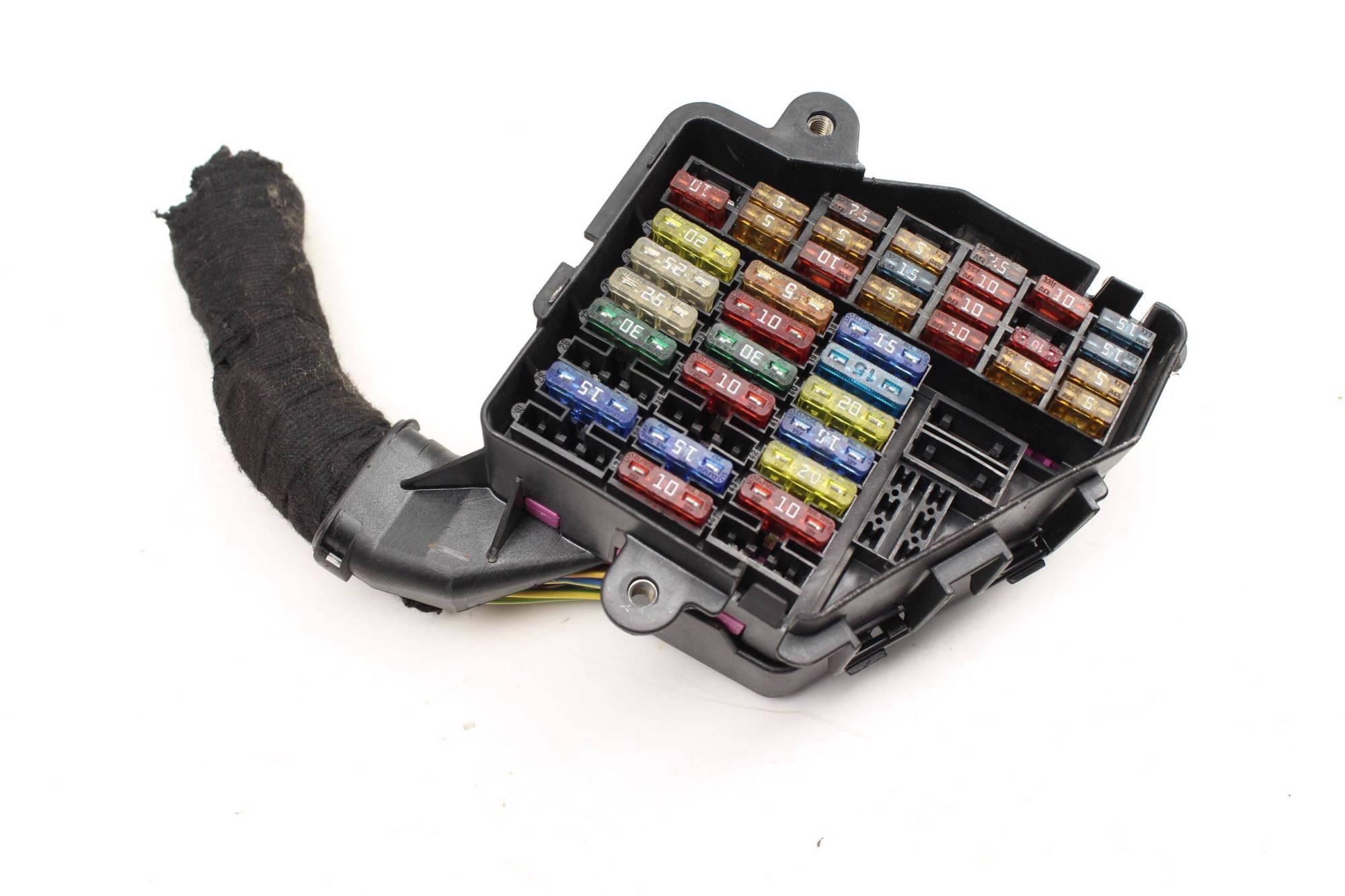hight resolution of 1999 2000 2001 2002 2003 2004 2005 audi tt mk1 fuse box holder