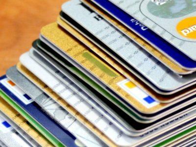 Juros do cheque especial chegam a 318,7%, informa Banco Central