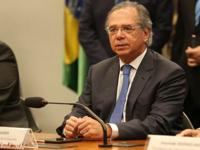 Paulo Guedes quer antecipação de repasses da Caixa e do BNDES
