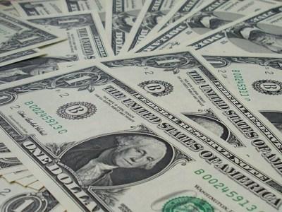Dólar encerra em queda com otimismo no cenário externo