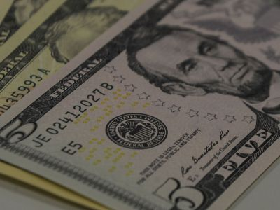 Dólar encerra em queda de -1,24% com redução das tensões na Argentina