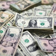 Dólar fecha em queda após declaração de presidente do Fed