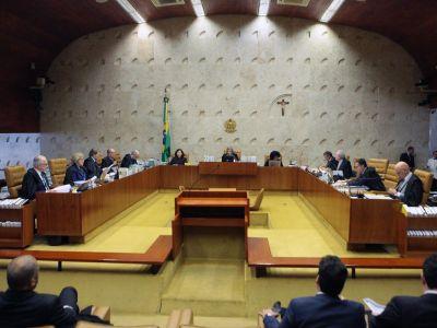 O Supremo Tribunal Federal (STF) determinou nesta quarta-feira (7) que o ex-presidente Luiz Inácio Lula da Silva não seja transferido para São Paulo. A decisão foi tomada pela maioria do plenário.