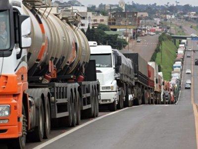 Proposta de nova greve dos caminhoneiros mobiliza quase 2 mil profissionais
