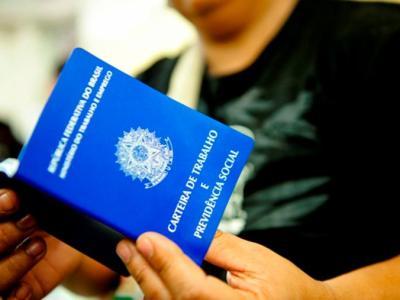 Governo reduz para R$ 1.039 a previsão de salário mínimo para 2020