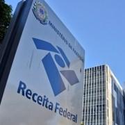 Governo federal planeja imposto de 0,4% para depósitos e saques em dinheiro