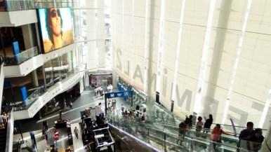 Terminal 21, situé au carrefour de la station de BTS Asok et de la station de MRT Sukhumvit