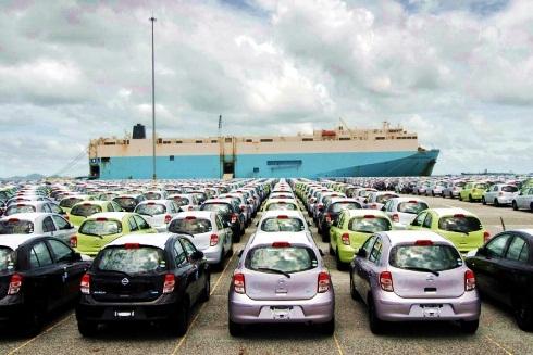Exportations de Nissan dans le port de Laem Chabang