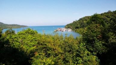 Le cote est de l'île est très sauvage et ne comporte aucune plage