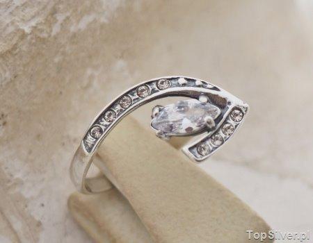 MAURA – srebrny pierścionek z cyrkoniami CRYSTAL