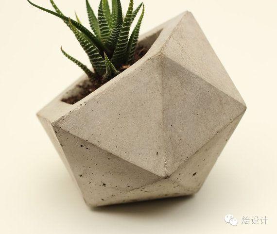 Petit pot de fleurs héxagonal en ciment