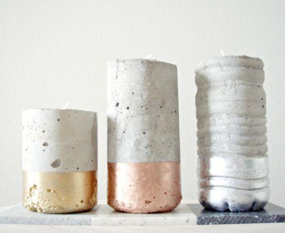 Bougeoirs en béton moulé dans des bouteilles plastique base peinte en doré, cuivre ou argenté
