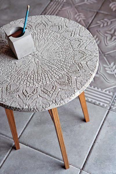 Plateau de table en béton incrusté de dentelle