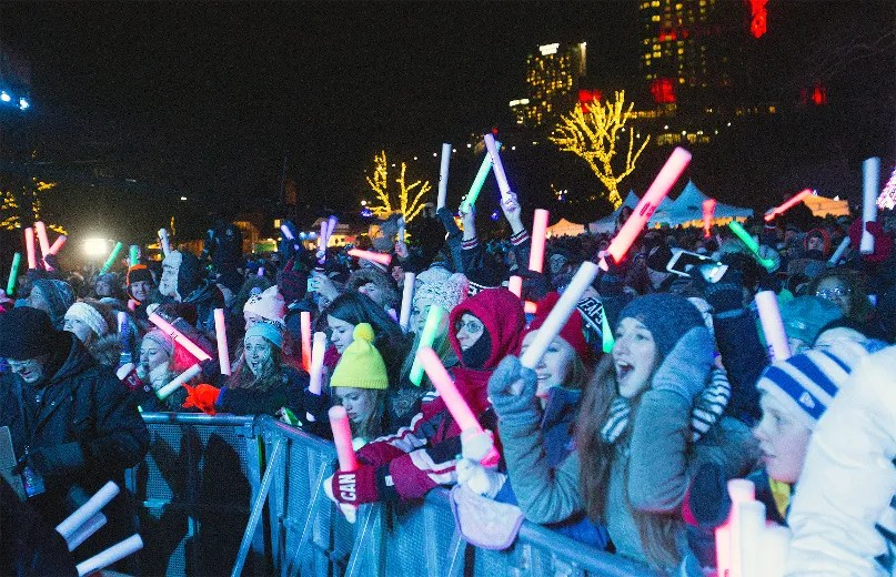 The crowd watches the New Year's Eve celebration in Victoria Park headlined by Keith Urban in Niagara Falls on Dec. 31, 2014. Julie Jocsak/ Postmedia