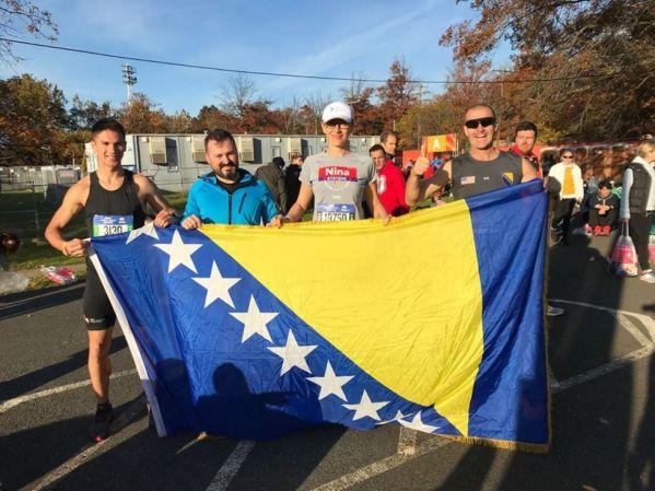 Foto: Facebook /Mirzet Halilović sa prijateljima na startu utrke u New Yorku