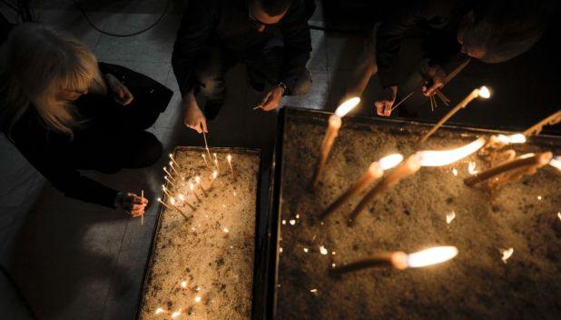 Foto: Anadolija/Sveta liturgija povodom Vaskrsa u Sabornoj crkvi Presvete Bogorodice u Sarajevu