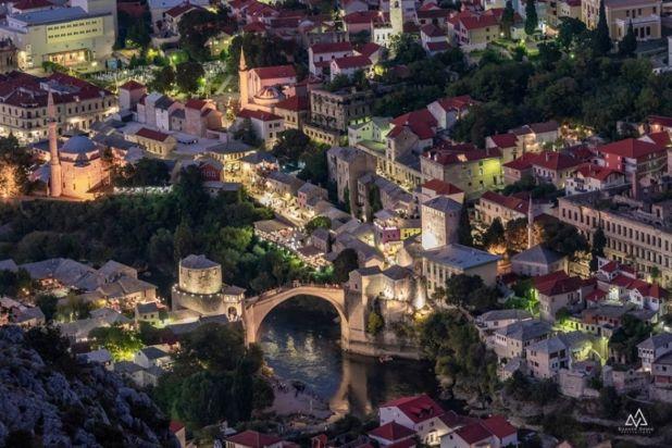 "Foto: Dženad Džino/""Mostar možeš napustiti, al on ne napušta tebe..."""