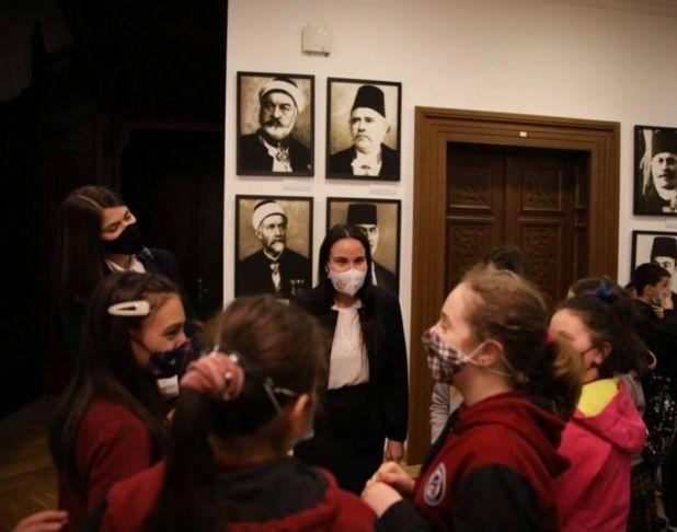 Foto: Grad Sarajevo/Benjamina Karić sa učenicima