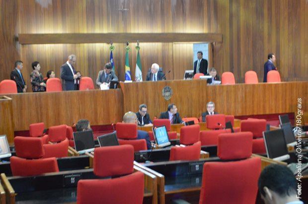 Mensagens do governador sobre a reforma foram lidas em plenário na sessão desta segunda (18)