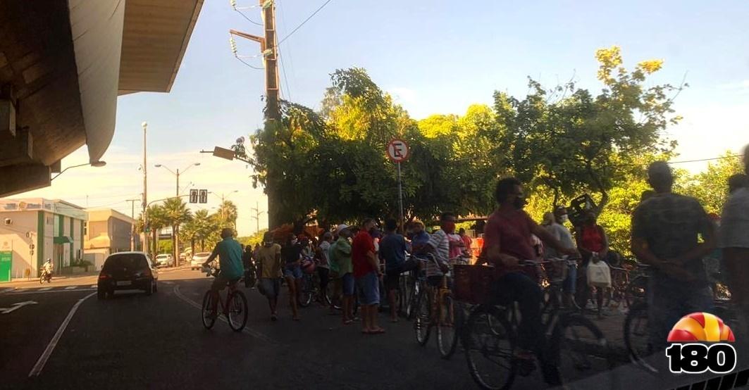 Cena recorrente em Teresina: aglomerações são constantes mesmo na pandemia