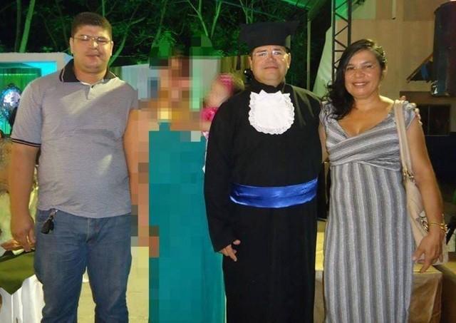 Rafael entre os pais, Ubiraci Lima de Freitas e Maria Silva de Freitas