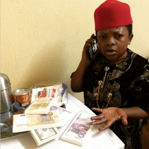 Aki (Chinedu Ikedieze) shows off bundle of foreign currencies in new pic