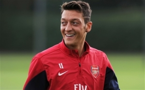 Arsenal Star, Mesut Ozil, Settles Legal Row with Father After Being Sued for £500,000 Over Management Row
