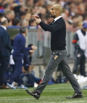 Bayern Munich Manager Rips His Trousers As His Team Wins