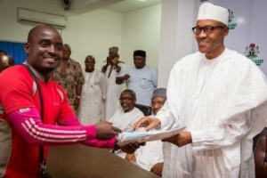 Buhari Meets With Man Who Trekked From Lagos To Abuja