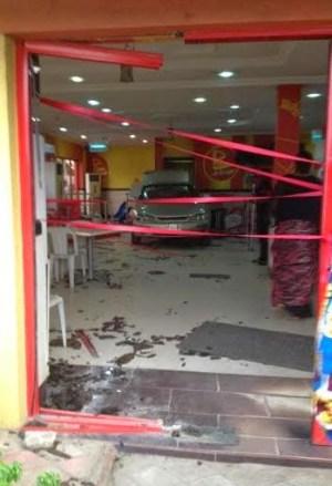 Car breaks into Mr Biggs Restaurant (photos)