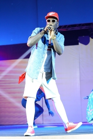 Check Burna Boy's bizzare entry and magical stunts that shocked guests