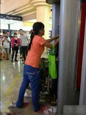 Chinese Woman Destroys ATM With Her Bare Hands |SEE WHY