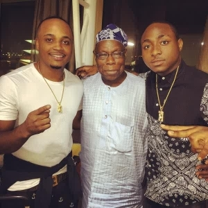 Davido And Shina Rambo Also Pose For The Camera With Former President Obasanjo